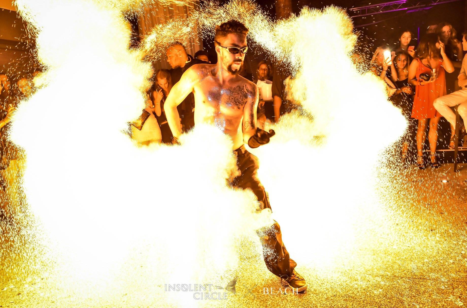 Compagnie Arteflammes, spectacle de feu, fire show, spectacle pyrotechnique, pyrotechnie, événementiel, event performer, performeur