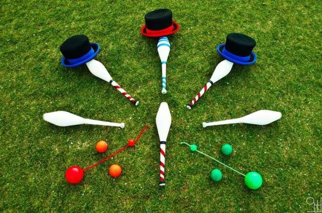 jonglage, spectacle de jonglerie, bolas, balles, massues, chapeaux, materiel de jonglage, spectacle enfant, spectacle sur mesure.