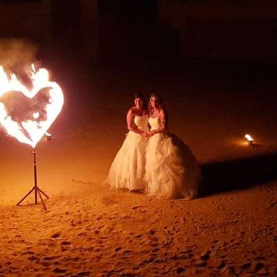 Création de spectacle sur mesure, Mariage spectacle de feu, spectacle pyrotechnique sur mesure, coeur de feu, coeur enflammé, wedding, fire show, magie, animation mariage Arteflammes