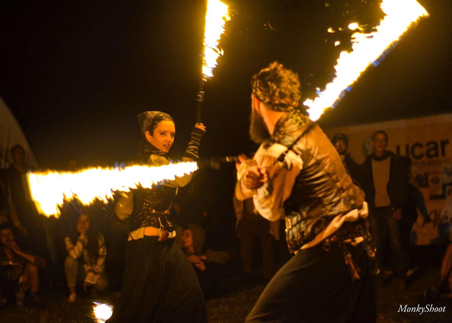 Compagnie de Spectacle vivant, spectacle de feu duo pirate