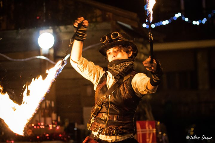 performeuse feu, déambulation steampunk, déambulations flamboyantes, spectacles de feu ambulant, spectacle de rue, art de rue Nice, Cannes, Monaco