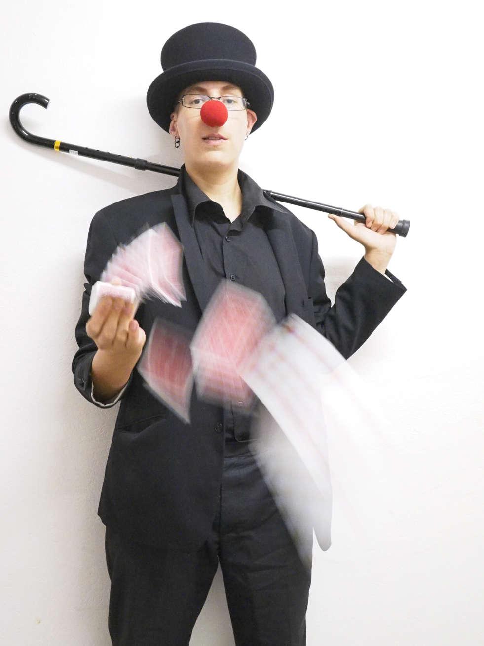 Spectacle de magie, magicien Nice, close Up, spectacle sur scène, Duo magie