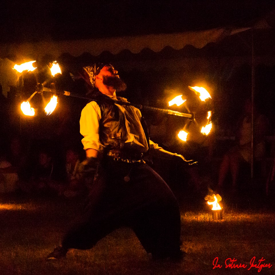 Spectacle pirate, dragon staff, compagnie Arteflammes, Cie Art et flammes, spectacle de feu, spectacle tout public