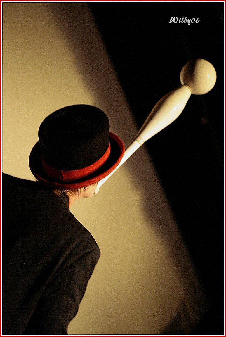 Spectacle de jonglage, cirque sans animaux, équilibriste, artistes, Nice, Cannes, Monaco
