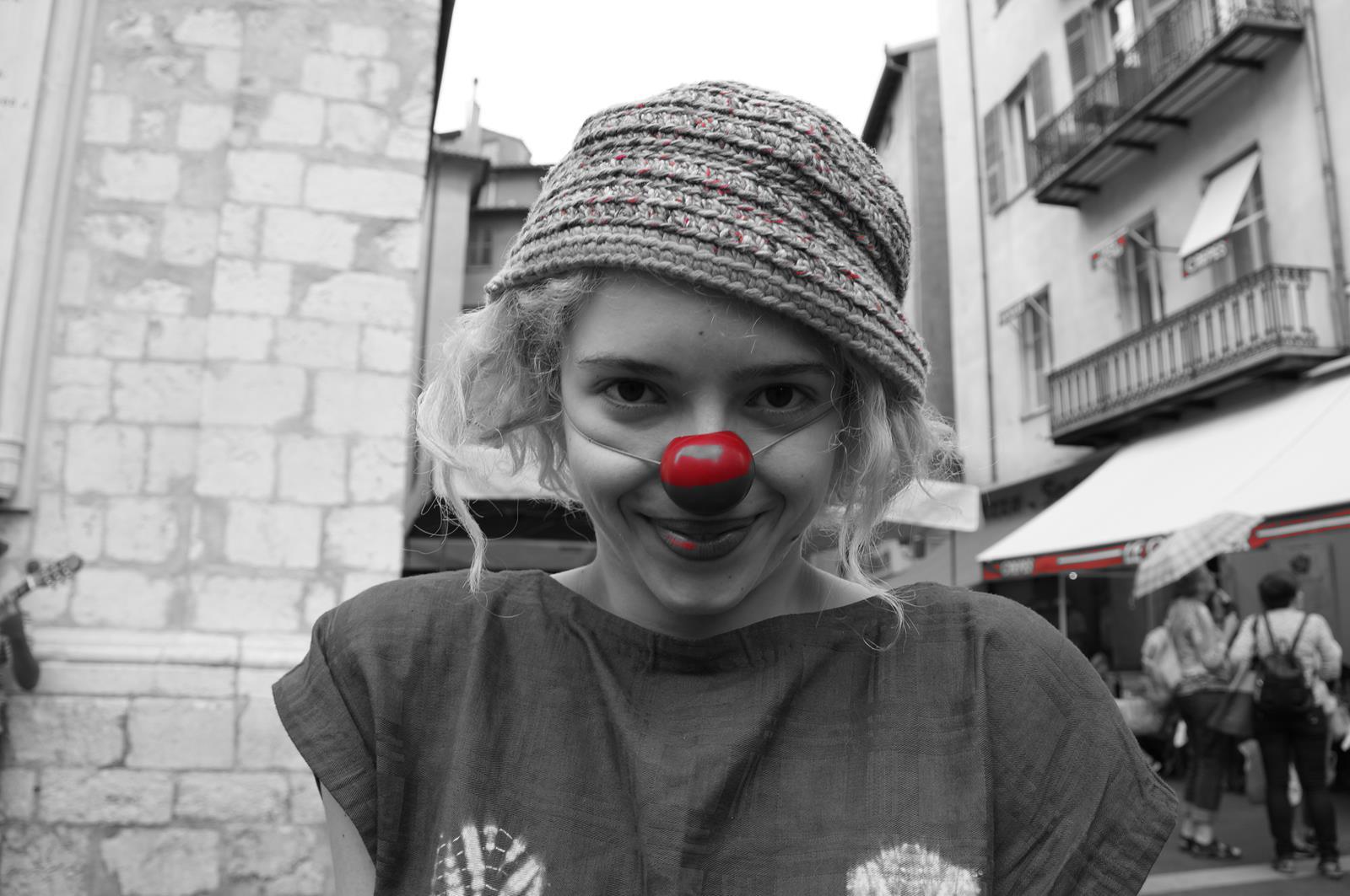 Déambulation Clownesques, déambulations de clowns, clowns ambulants, nez rouge, spectacle de clown, humour, jonglage, magie