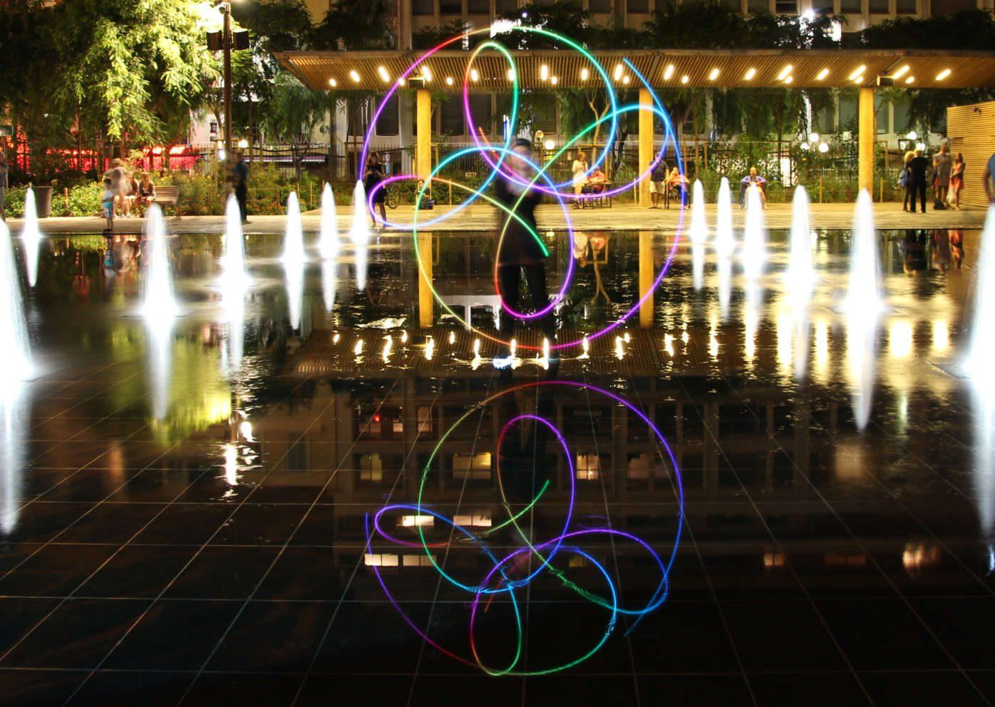 LED show, Spectacle lumineux, jonglage lumineux, spectacle de jonglage, déambulations lumineuses, spectacles lumineux, LED