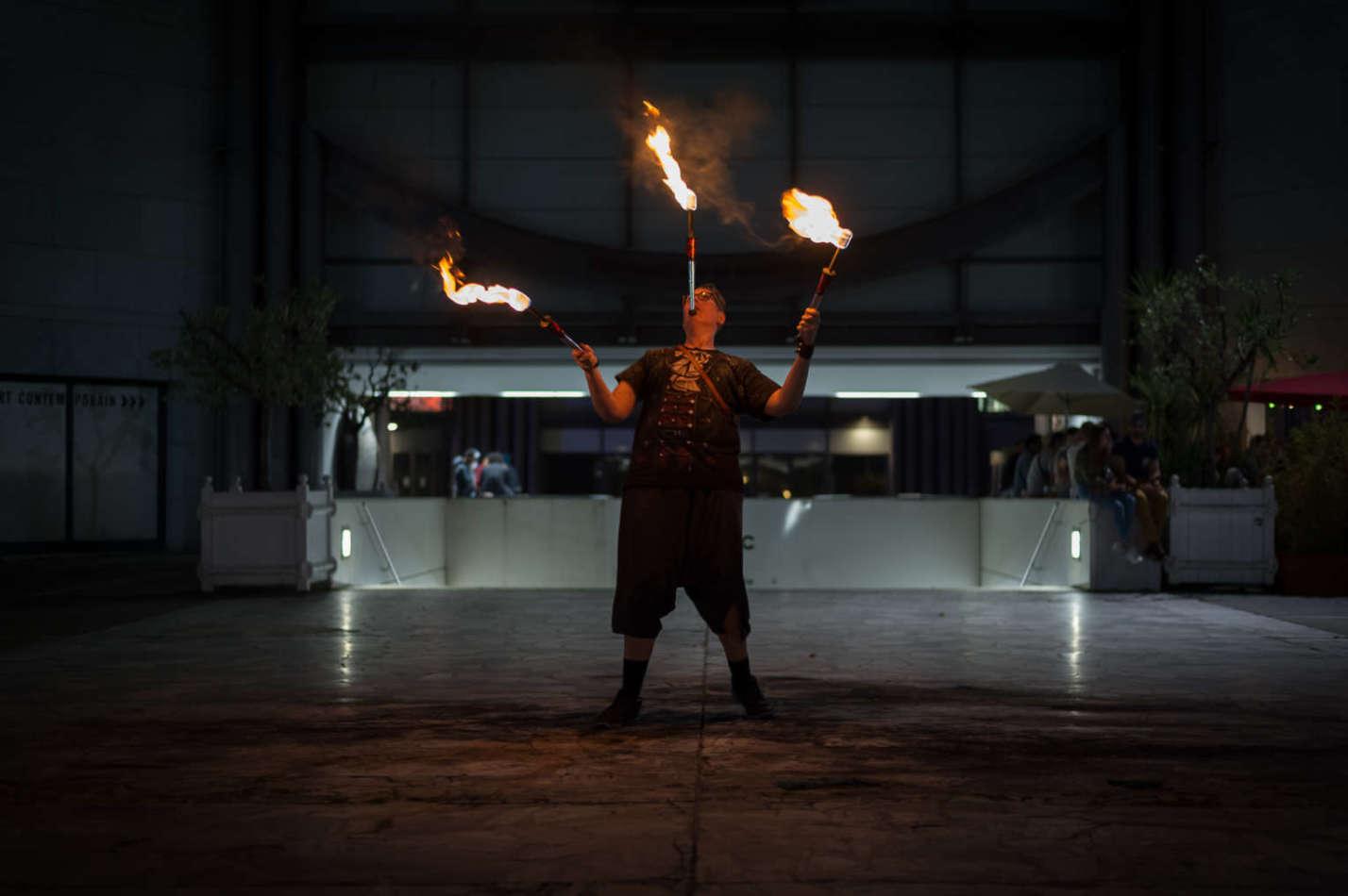 jongleur de feu, cracheur de feu, spectacle de feu, animation feu, spectacles enfants