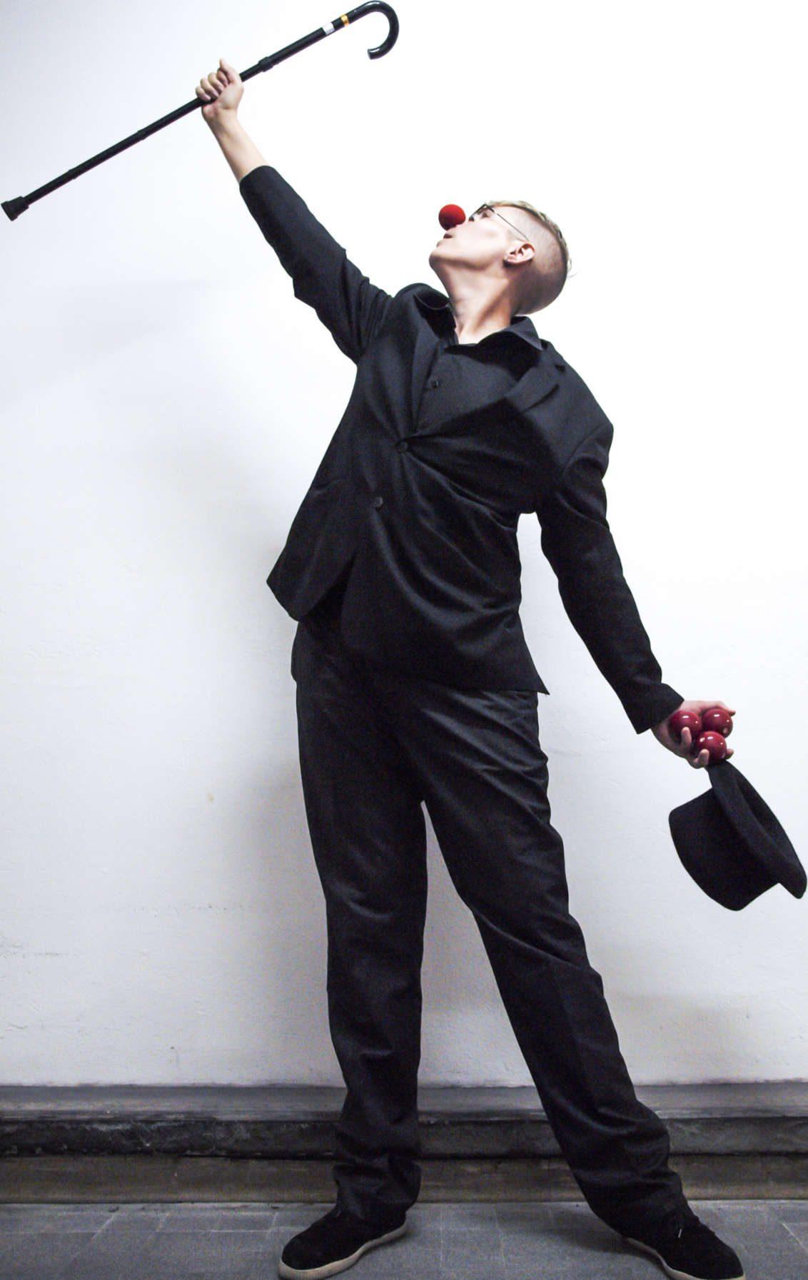 jongleur, clown, spectacle de jonglage, jonglerie, spectacle humoristique,