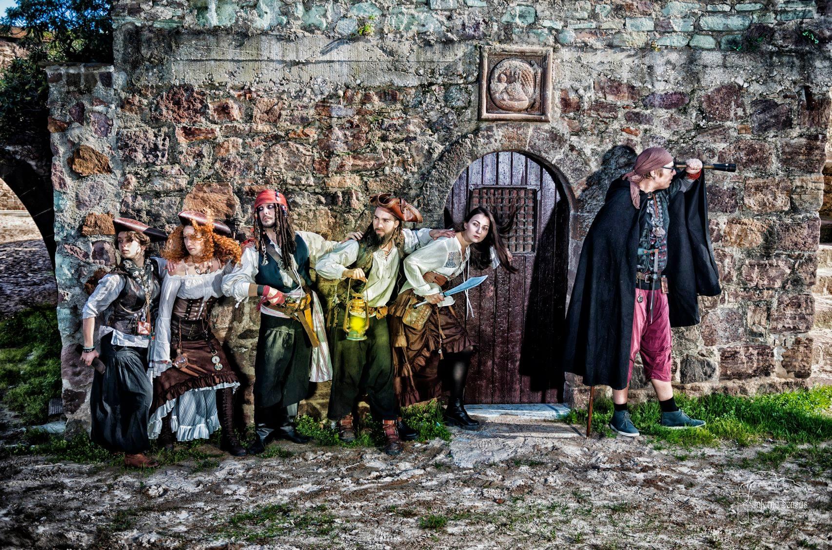 spectacle pirate, spectacle pirate enfant Spectacle de rue et déambulations pirates, déambulation échasses, spectacle pirate, spectacle enfant, spectacle interactif, jongleur, magiciens, pirate, pirates sur échasses, déambulations pirates, compagnie de pirate, équipage de pirates